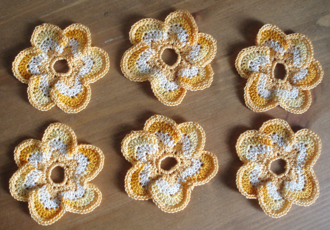 6 MULTI GOLD & CREAM SIX PETAL CROCHET COTTON FLOWERS - 5cm - CRAFTS & MORE!