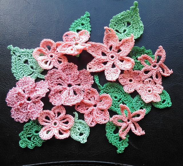 PACK of 20 FLOWER & LEAF EMBELLISHMENTS - PEACH & PINK - CARDMAKING, SCRAPBOOKS