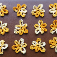 12 RANDOM GOLD MULTICOLOURED FLOWERS, NICE SHAPE, 3cm - GOOD FOR CARD MAKING