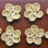 HANDMADE CROCHET COTTON FLOWERS 4cm IN A PALE GOLD - IDEAL FOR ARTS & CRAFTS