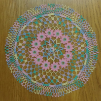 VERY PRETTY CENTREPIECE or DOILY - PINK FLOWERS ON MULTICOLOURED BACKGROUND 28cm