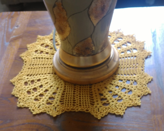 LOOK AT THIS LOVELY SQUARE TABLE CENTREPIECE - IN 100% GOLD COTTON, 27-33cm