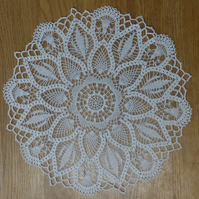 LARGE - 40cm - CLASSIC CREAM TABLE CENTREPIECE, MAT or DOILY, LOVELY FINE DESIGN