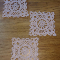 3 LITTLE MATS TO DECORATE YOUR HOME, EACH is 10cm ACROSS - LOVELY RICH CREAM
