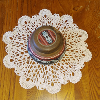 WITH A BEAUTIFUL SCALLOP EDGE, THIS LITTLE MAT IS A LOVELY TABLE DECORATION 19cm