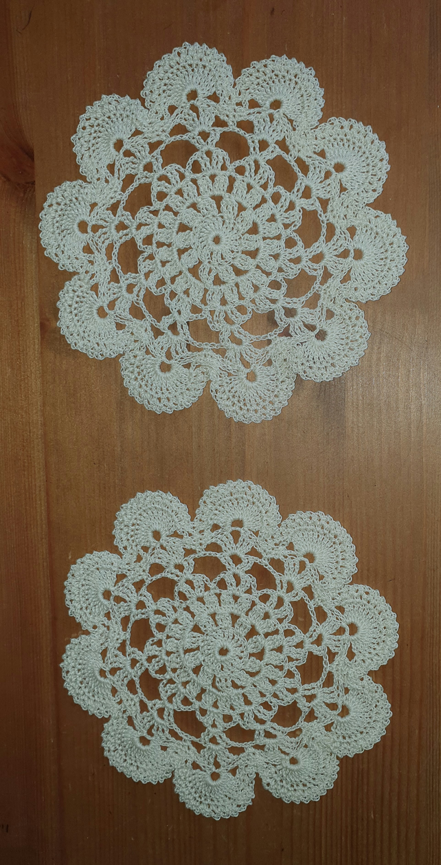 CREAM DOILIES - SET of 2 - LOVELY SCALLOPED EDGING - 100% COTTON 14cm
