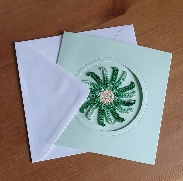 GREEN CARD, GREEN MULTI SPIRAL TO CENTRE - 13CM SQUARE - BLANK FOR YOUR MESSAGE