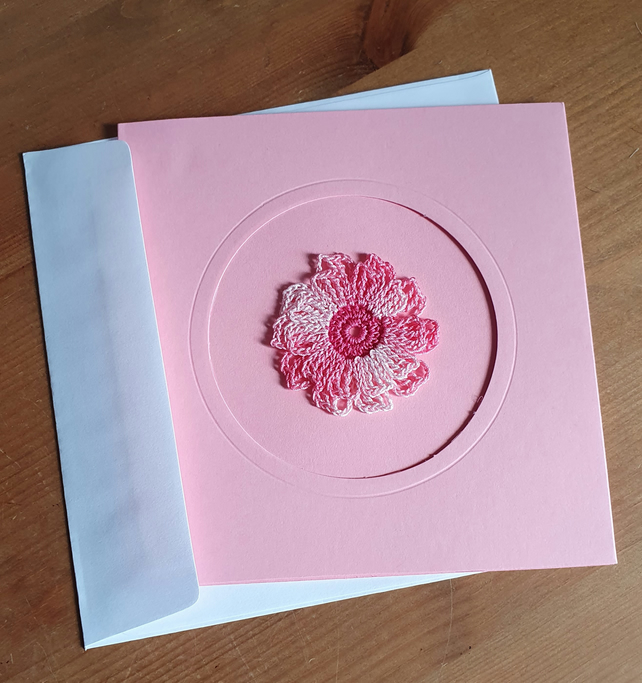 PINK CARD, PINK MULTI FLOWER TO CENTRE - 13CM SQUARE - BLANK FOR YOUR MESSAGE