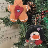 Ginger & Flakey Tree Hangers Felt Pattern - Christmas Decorations