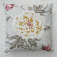 Reversible flower cushion