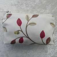 Small purse with leaf and berry pattern in cream and red