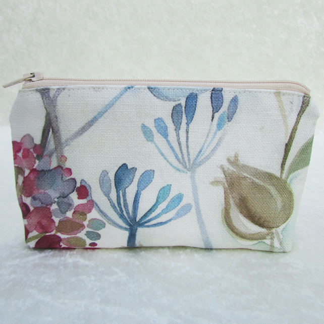Large purse in fabric featuring flowers, seed heads and seed pods
