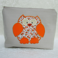 Owl toiletry bag - Cream with orange floral appliqued owl