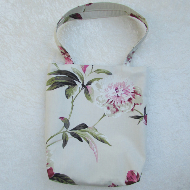 Floral tote bag in cream, pink and green