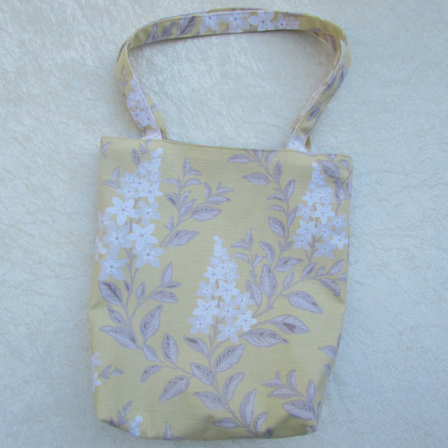 Floral tote bag in yellow, white and beige