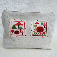 Rustic hedgehogs toiletry bag