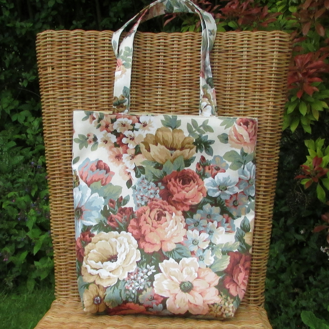 Floral tote bag in peaches and cream shades