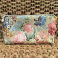 Cosmetic bag, make up bag - Summer Roses and flowers