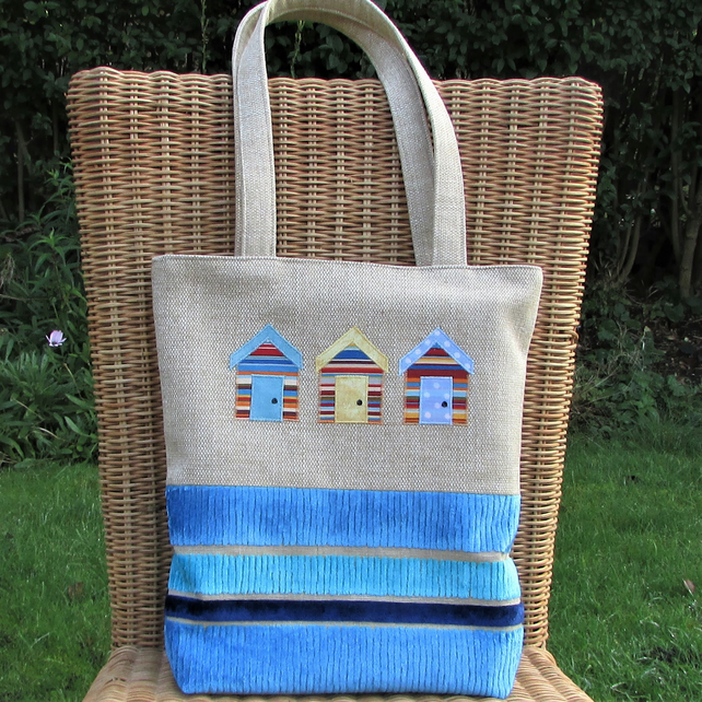 Beach huts tote bag in beige with red, yellow and blue huts and striped blue sea