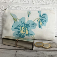 Large purse, coin purse in ivory with blue flowers