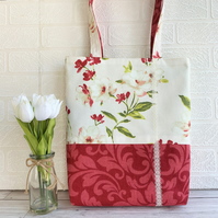 Tote bag in two floral fabrics in cream and red with lace trim