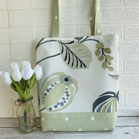 Seed pod and polka dots tote bag in white and pale green