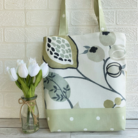 Seed pods, leaves and polka dots tote bag in white and pale green