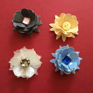 Pack of 12 assorted paper flowers JM365