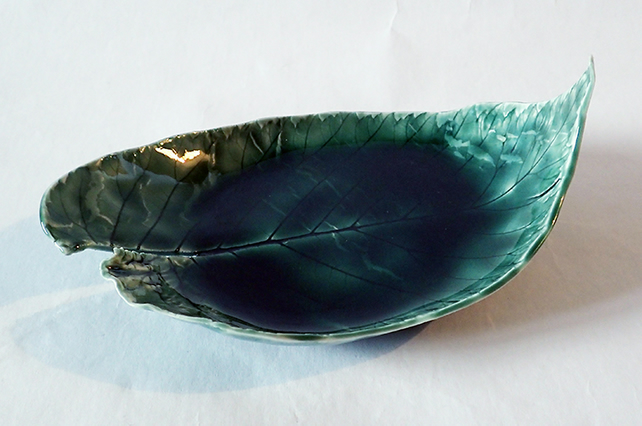 Porcelain leaf shaped dish