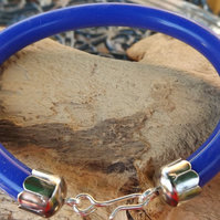 "Silver plated 8"" blue silicone unisex bracelet"