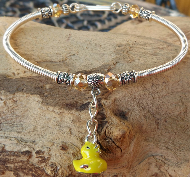 "7.5"" silver plated bracelet with silver plated gizmo wrapping with duck charm"
