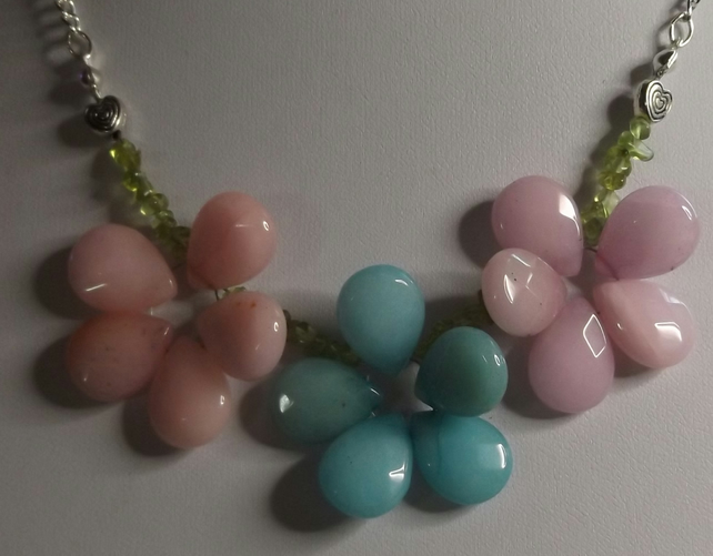 "18"" faceted quartzite  and peridot flower necklace"
