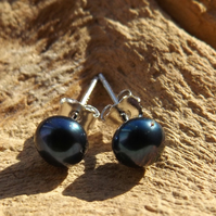 Black pearl sterling silver stud earrings