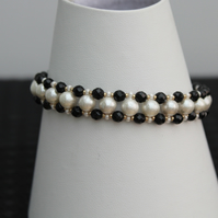 Pearl and agate black and white bracelet