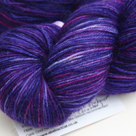 Showbiz - Superwash Bluefaced Leicester 4-ply yarn
