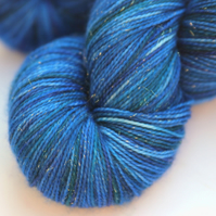 SALE: Luminous - Gold sparkly superwash merino 4-ply yarn