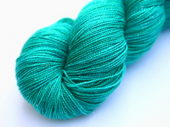 Titania - Silver Sparkly superwash merino 4-ply yarn