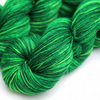SALE: Dizzy - Superwash wool-nylon 4-ply yarn