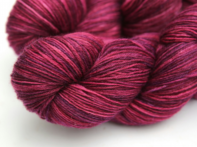 Bonny - Superwash wool nylon 4-ply yarn
