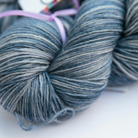Wood Pigeon - Superwash wool nylon 4 ply yarn