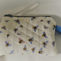 Quilted Coin Purse, BEES, Zipped Pouch, zipper Pouch