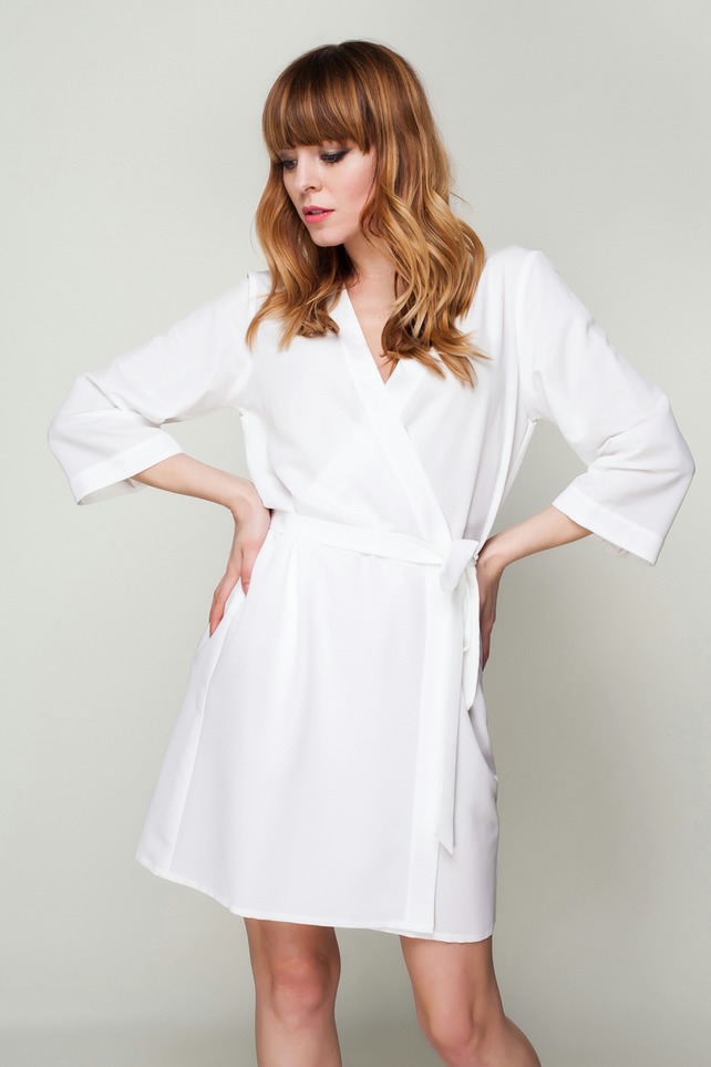 IN STOCK White Ladies Robe Bridesmaid & Brides Dressing Gown, Bridal Party Robe