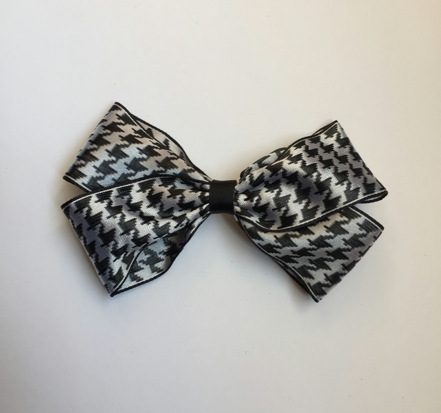 Houndstooth ribbon hair bow clip
