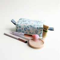 Spotty fabric wash bag