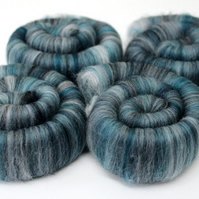 Punis Rolags Merino Wool hand carded Spearmint 100g