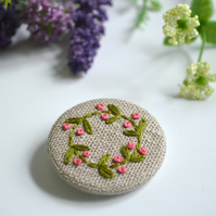 Wreath brooch, flower wreath badge, embroidered wreath pin, embroidered wreath