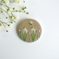 Hand embroidered flower brooch, daisy badge, flower badge, embroidered bee
