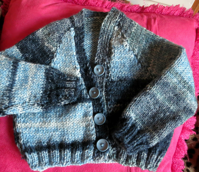 Cosy knitted random striped cardigan and beanie hat