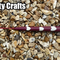 Crochet Hook Size 2.5 mm UK Maroon Clay with 5 GLOW IN DARK WHITE hearts
