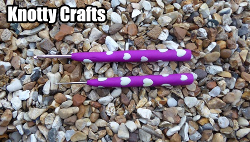 CROCHET HOOK Size 3.5mm & TAILCATCHER UK Purple with GLOW IN DARK WHITE hearts